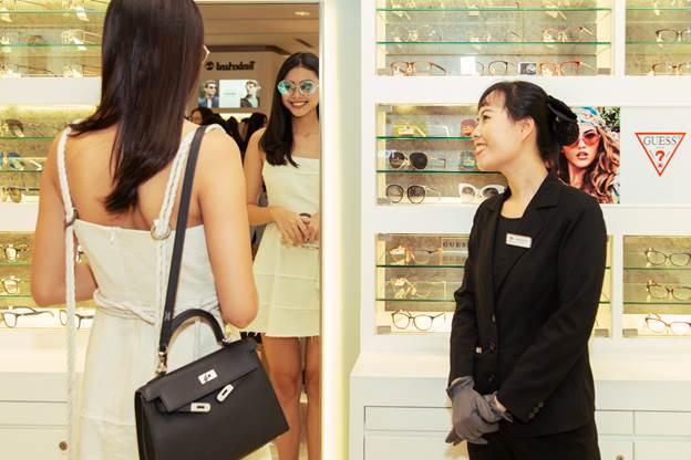 Thương hiệu đáp ứng nhu cầu của khách hàng thăm khám, đo tật khúc xạ và cắt kính mắt.