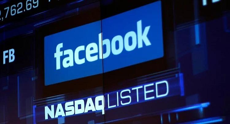 Bảng điện tử hiển thị giá cổ phiếu Facebook trên sàn Nasdaq. Ảnh: Reuters