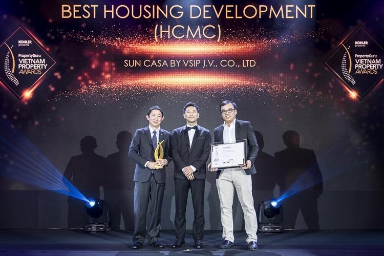 Đại diện VSIP nhận giải thưởng Vietnam Property Awards 2019.