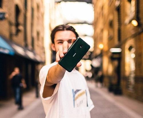Nokia 2.2 có thiết kế đơn giản, màu sắc trẻ trung, đa dạng.