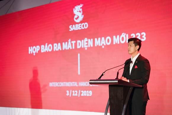 Ông Bennett Neo Tổng Giám đốc Sabeco phát biểu tại họp báo