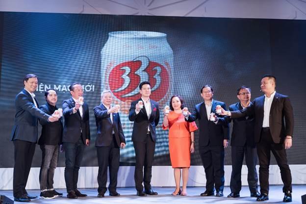 Đội ngũ lãnh đạo Sabeco chúc mừng diện mạo mới của Bia 333.