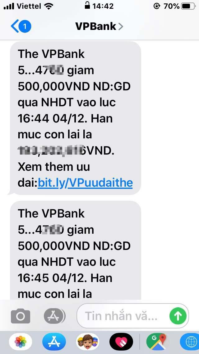 Tin nhắn trừ tiền thẻ tín dụng của chị Minh.