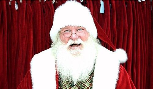 Ông già Noel được xem là một cách để cứu vớt lượng khách đang sụt giảm của các trung tâm thương mại tại Mỹ. Ảnh: CNN Business