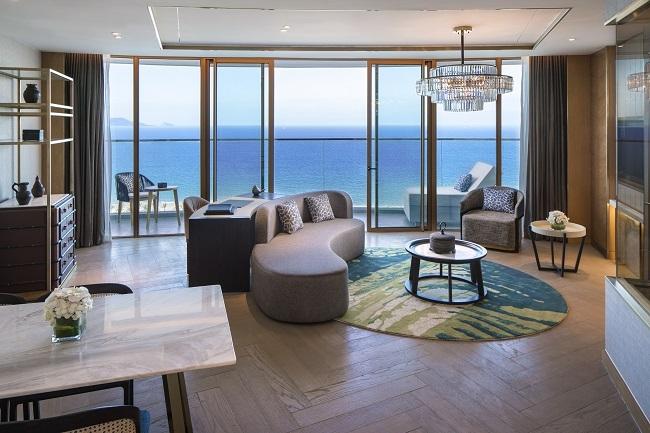 Độc đáo trong thiết kế, tinh tế trong những trải nghiệm, sống động sắc màu các dịch vụ phù hợp cho mọi lứa tuổi, Mövenpick Resort Cam Ranh đã xứng đáng giành giải Best Luxury Beachfront Resort Development theo bình chọn Dot Property Vietnam Awards 2018.