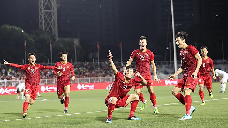 Hoàng Đức với siêu phẩm đem về chiến thắng 2-1 cho U22 Việt Nam trước U22 Indonesia. Ảnh: Đức Đồng.