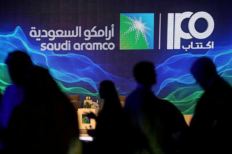 Logo Saudi Aramco trong một cuộc họp báo tháng trước. Ảnh: Reuters