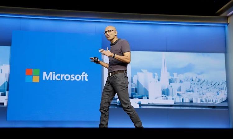 Satya Nadella - CEO Microsoft thuyết trình trong một sự kiện của hãng này. Ảnh: AP