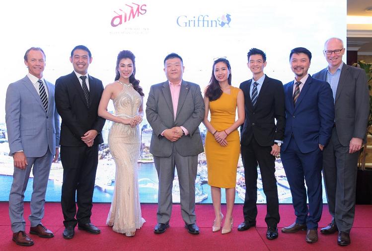 Ông Leo Yu, đại diện trung tâm đầu tư định cư Western Australia cùng ông Daniel Lim - Chủ tịch AIMS Việt Nam và bà Giang Diễm Quỳnh, Giám đốc AIMS TP HCM cùng đại diện tập đoàn Griffin.