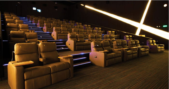 Điểm nhấn trên tuyến phố giải trí của Sunshine Diamond River là rạp phim quy mô gồm bảy phòng chiếu cỡ lớn, sử dụng công nghệ chiếu hiện đại.