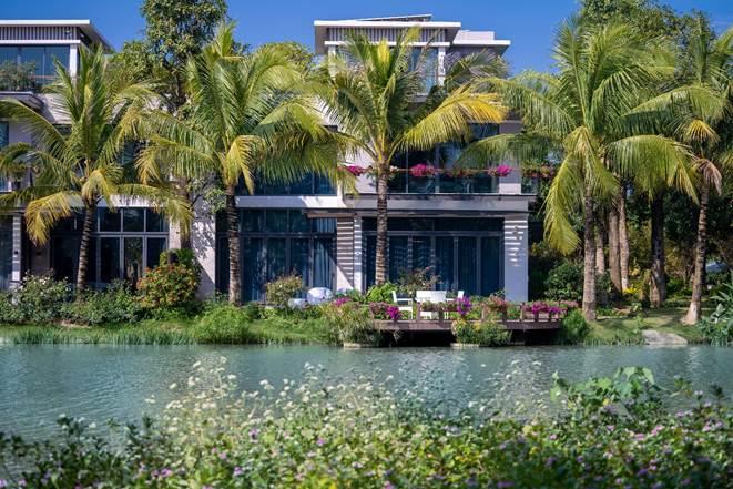 Những căn biệt thự có sân vườn, mặt nước như tại Ecopark.
