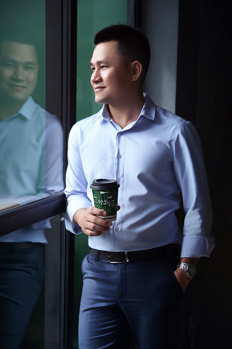 Hoàng Việt, ông chủ Laha Cafe.