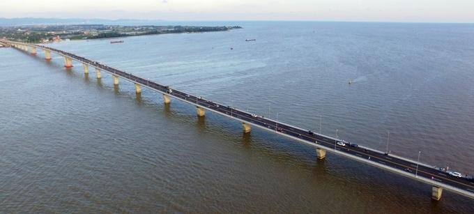 Cầu vượt biển Tân Vũ - cây cầu dài 5,44 km nằm trong hợp phần dự án đường ôtô Tân Vũ- Lạch Huyện