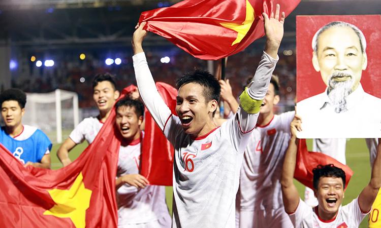 U22 Việt Nam ăn mừng sau khi giành HCV Sea Games 30 tối nay. Ảnh: Lâm Thoả