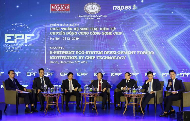 Phiên thảo luận của các diễn giả về phát triển hệ sinh thái điện tử cùng công nghệ Chip.