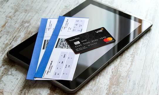 VIB Travel Élite là một trong những dòng thẻ nổi bật nhất trên thị trường về ưu đãi đối với khách hàng thường xuyên sử dụng dịch vụ hàng không. Thẻ có phí giao dịch ngoại tệ chỉ 1,75%, tích dặm cho mọi chi tiêu và đặc quyền sử dụng hơn 1.000 phòng chờ tại các sân bay trên toàn thế giới.