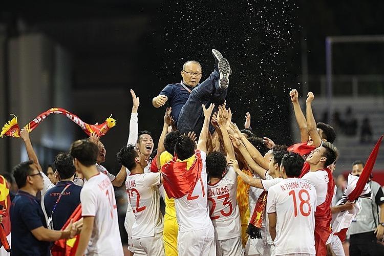 Cầu thủ, ban huấn luyện U22 Việt Nam sau chiến thắng trước Indonesia tại trận chung kết SEA Games. Ảnh: Đức Đồng