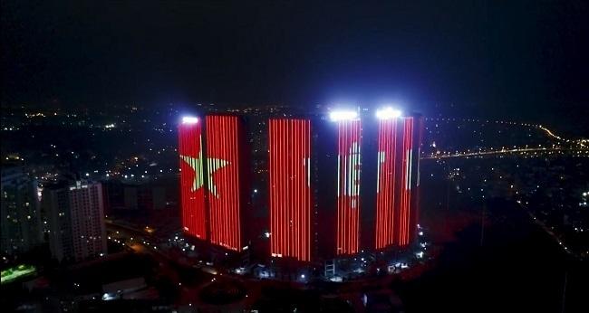 Toà Sunshine City Hà Nội nằm ở chân cầu Nhật Tân, Hà Nội.