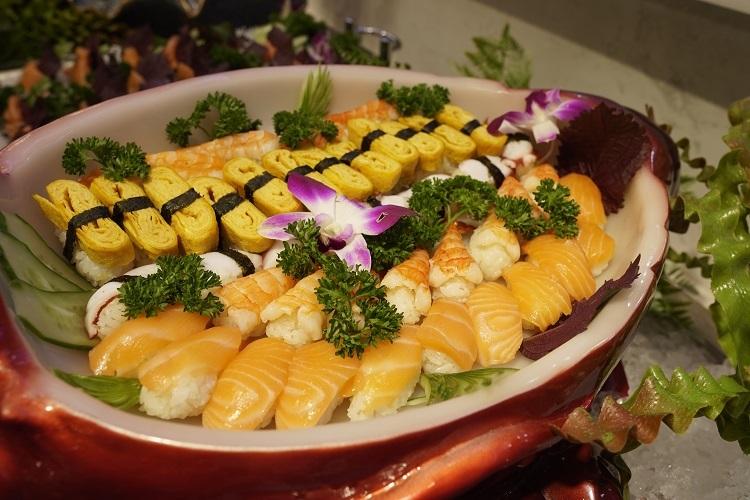Sashimi tại nhà hàng được chế biến chuẩn Nhật.