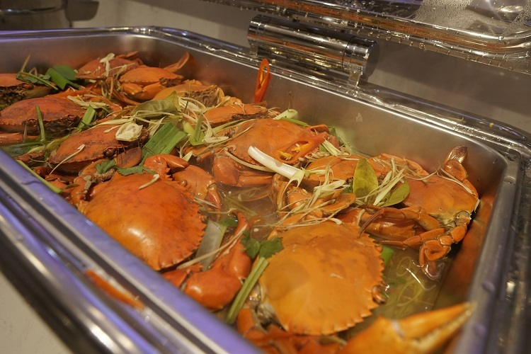 Món cua y Năm Căn nằm trong thực đơn của nhà hàng.