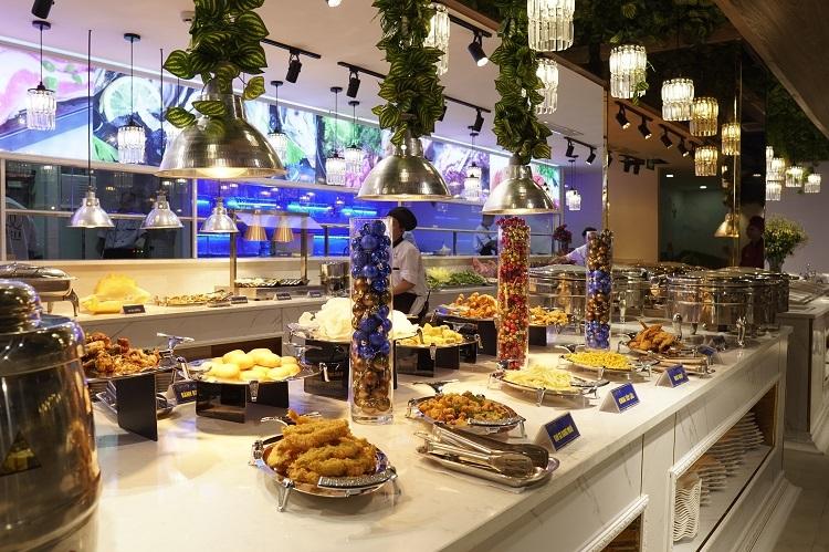 Nhà hàng 5 sao Master Buffet BBQ & SeaFood có thực đơn hơn 100 món hải sản.