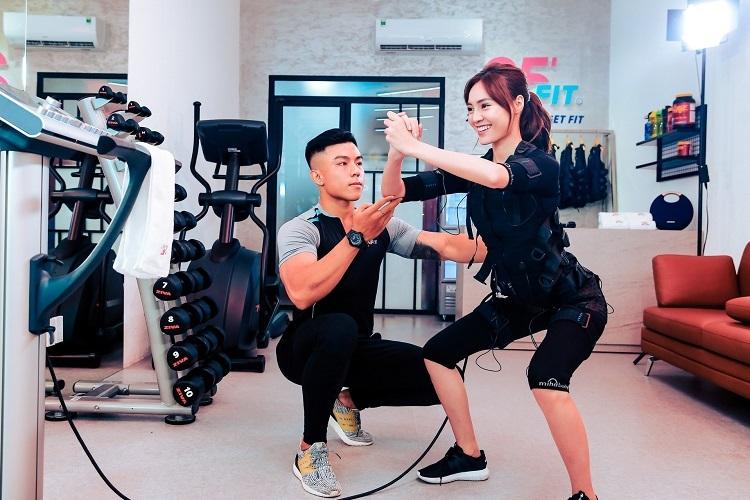Diễn viên Ninh Dương Lan Ngọc tập luyện tại 25 FIT.