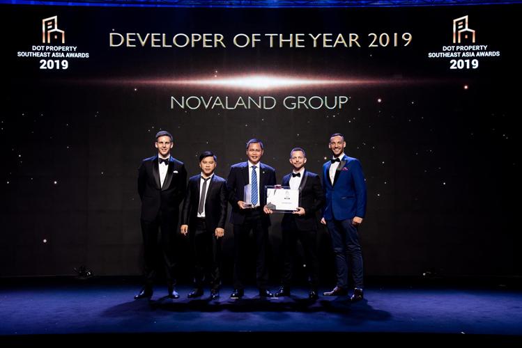 Đại diện Novaland nhận giải tại Dot Property Southeast Asia Awards 2019.