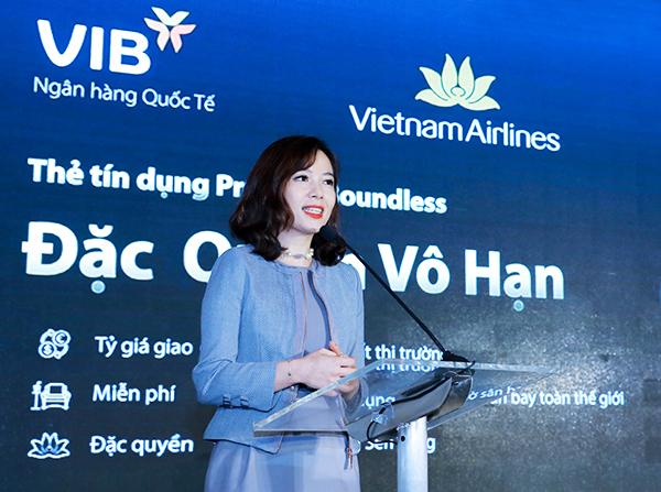 Bà Trần Thu Hương - Giám đốc Chiến lược kiêm Giám đốc Khối Ngân hàng Bán lẻ VIB phát biểu tại lễ ra mắt.
