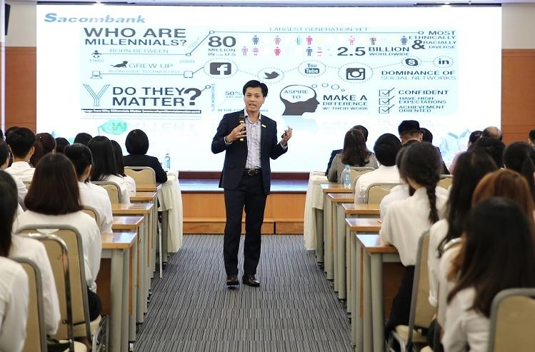Ông Lê Đức Thịnh - Phó tổng giám đốc Sacombank chia sẻ trong buổi tiếp nhận thực tập sinh.