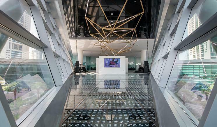 Bên trong sàn giao dịch kim cương Dubai Diamond Exchange. Ảnh: CNN