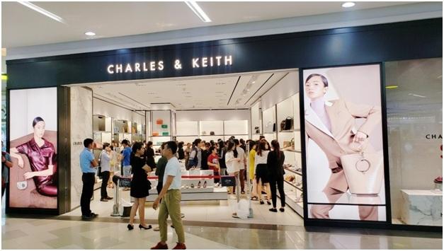 Nhiều hãng thời trang lớn tại Vạn Hạnh Mall triển khai ưu đãi để thu hút khách hàng.