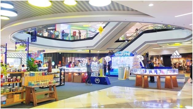 Ngày hội Trang sức, mỹ phẩm diễn ra tại sảnh tầng một, kéo dài từ ngày 20- 29/12. Các nhãn hàng PNJ, SJC, Doji, Ancarat giảm giá lên đến 25% các sản phẩm trang sức và 5% với kim cương.