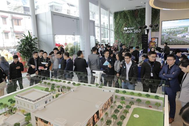 Không khí sôi nổi tại buổi lễ khai trương văn phòng bán hàng và căn hộ mẫu dự án Mipec Rubik360