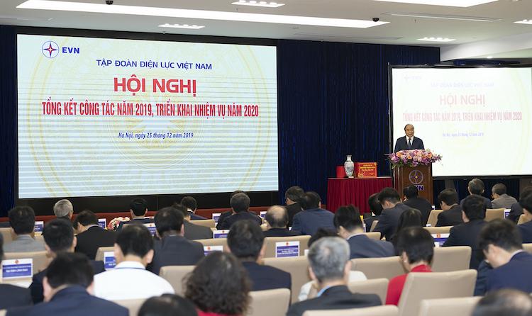 Thủ tướng Nguyễn Xuân Phúc phát biểu tại hội nghị tổng kết EVN. Ảnh: Ngọc Tuấn