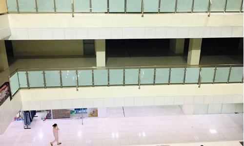Cảnh đìu hiu, còn nhiều diện tích trốngở các tầngthương mại trong một dự án tạiNam An Khánh, Hà Nội. Ảnh: Quỳnh Anh