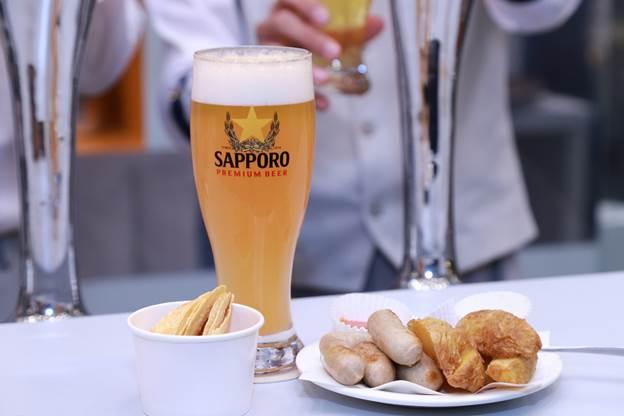 Nếu rót đúng, bọt sẽ đóng vai trò như nắp đậy giúp lưu giữ vị mùi vị và hương thơm của bia như mới rót.