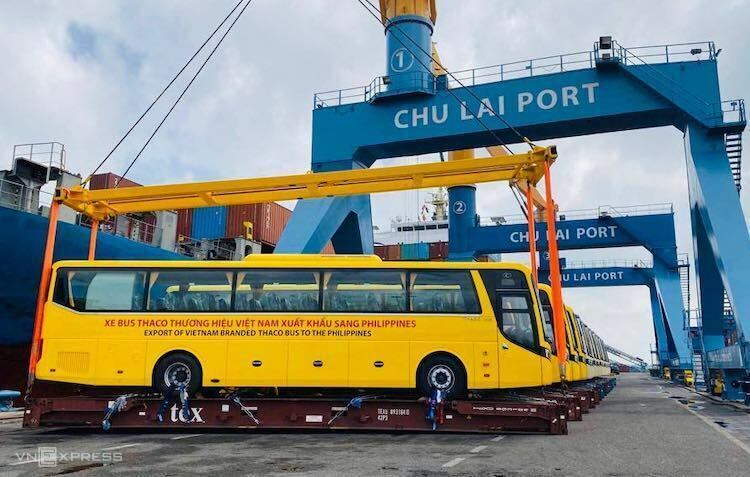 Lô xe bus đầu tiên được Thaco xuất khẩu sang thị trường Philippines. Ảnh: H.Thu