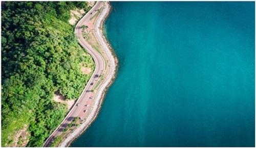 Hồ Tràm được kênh truyền hình CNNGo (Mỹ) bình chọn là một trong những bãi biển hoang sơ đẹp nhất thế giới.