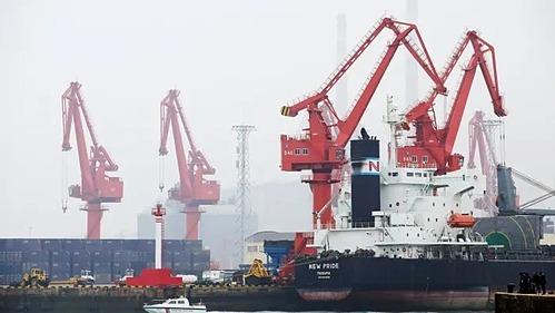 Một tàu chở dầu cậpcảng Thanh Đảo,tỉnh Sơn Đông, Trung Quốc. Ảnh: Reuters
