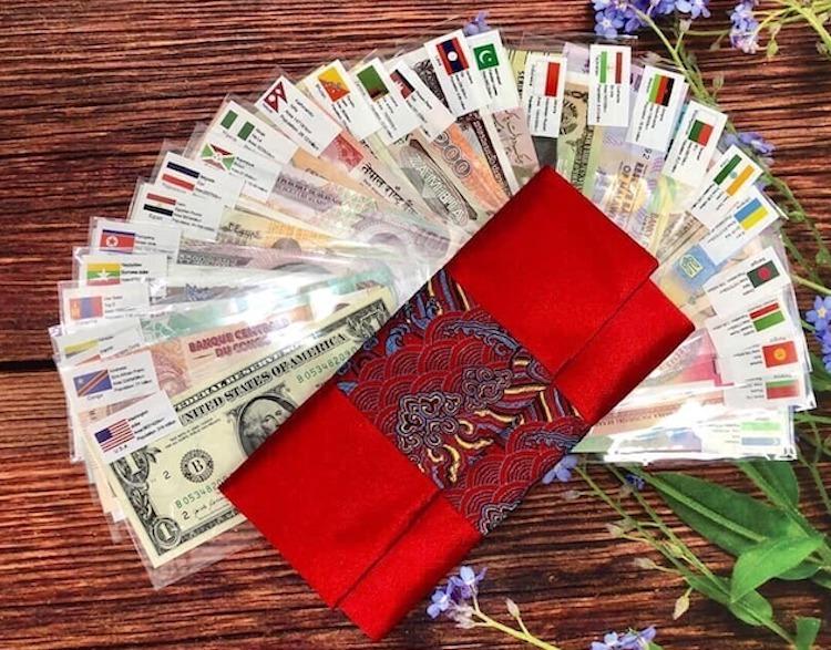 Bộ tiền lì xì 52 tờ của 28 nước được nhiều người lùng mua vì giá phải chăng, khoảng 450.000 - 500.000 đồng một bộ.
