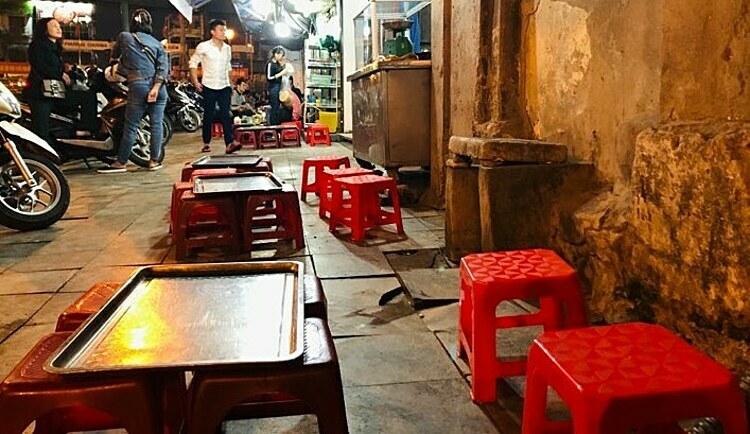 Quán bia hơi tại Hà Nội vắng khách. Ảnh: Anh Tú.