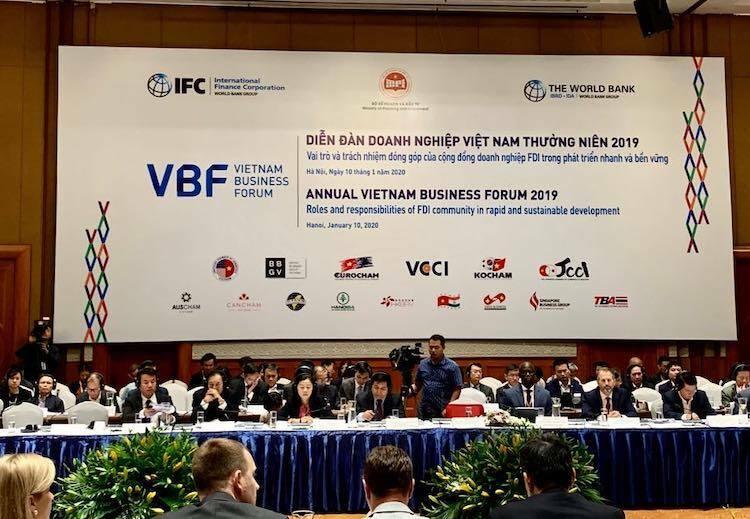 Các nhà đầu tư nước ngoài đối thoại cùng đại diện Chính phủ Việt Nam tại VBF 2019, ngày 10/1. Ảnh: Anh Minh