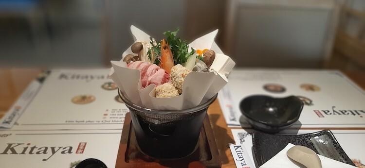 Lẩu giấy dành cho một người và mì Udon tôm hùm sốt kem là hai món ăn được nhiều thực khách ưa chuộng tại Kitaya.