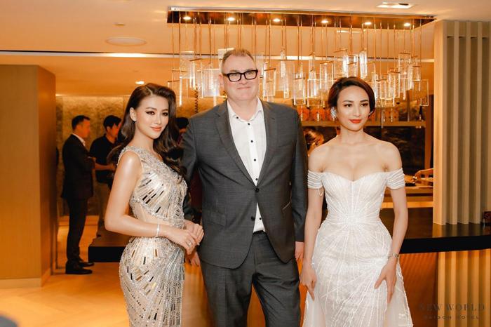 Hoa hậu Phương Khánh và MC Ngọc Diễm cùng Tổng Giám đốc New World Sài Gòn