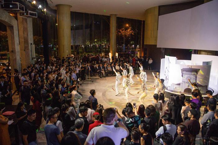 Tiết mục gợi nhớ về hành trình phát triển của New World Sài Gòn nhân kỷ niệm 25 năm thành lập