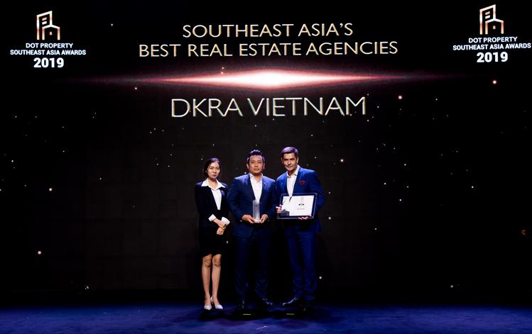 Đáng chú ý trong năm 2019, DKRA Vietnam cũng nhận được giải thưởng tầm quốc tế - Nhà phân phối bất động sản tốt nhất Đông Nam Á tại lễ trao giải Dot Property Southest Asia (Bangkok, Thái Lan).