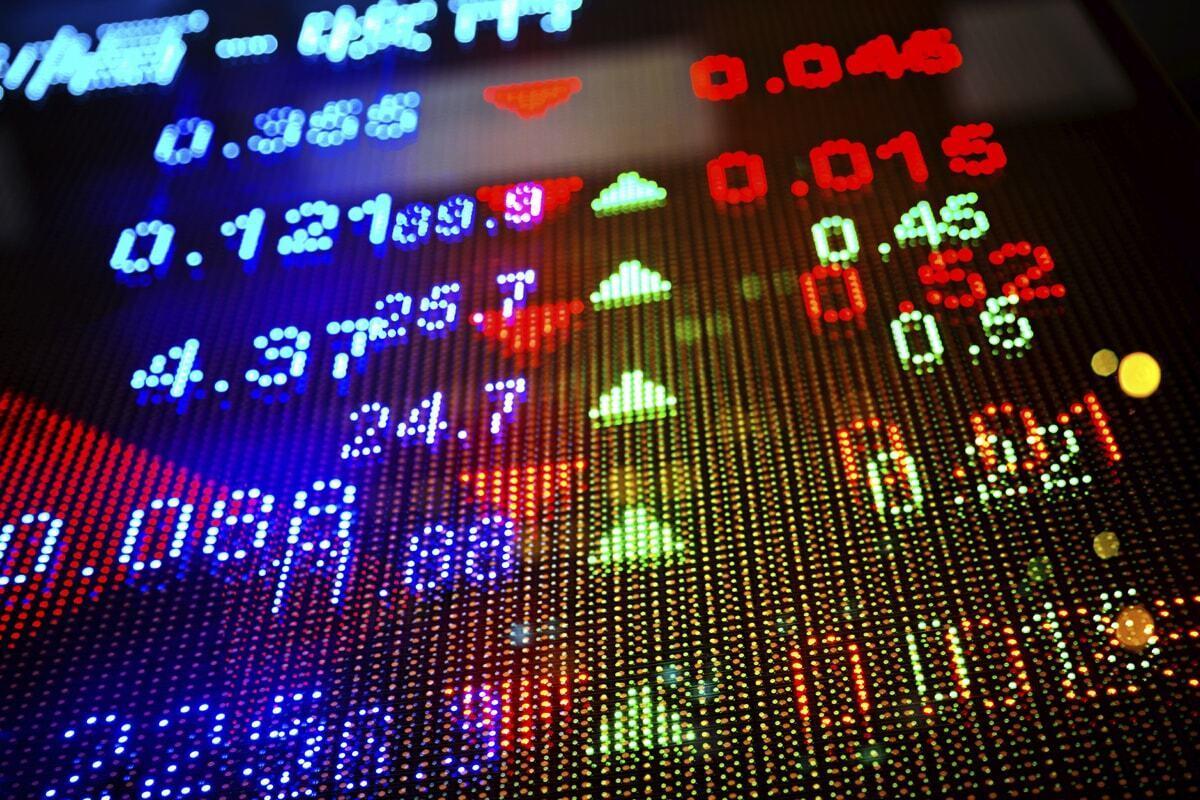 Chứng khoán ngày 15/1: Thanh khoản dần cạn kiệt