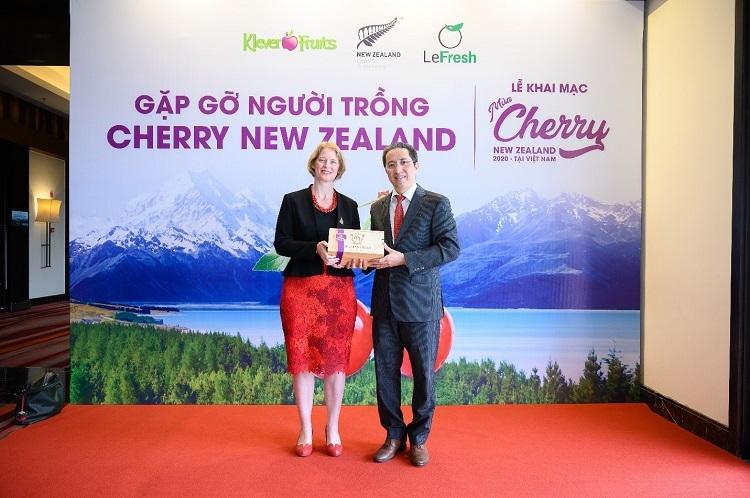 Bà Wendy Matthews - Đại sứ New Zealand và đại diện Klever Fruits tại sự kiện.