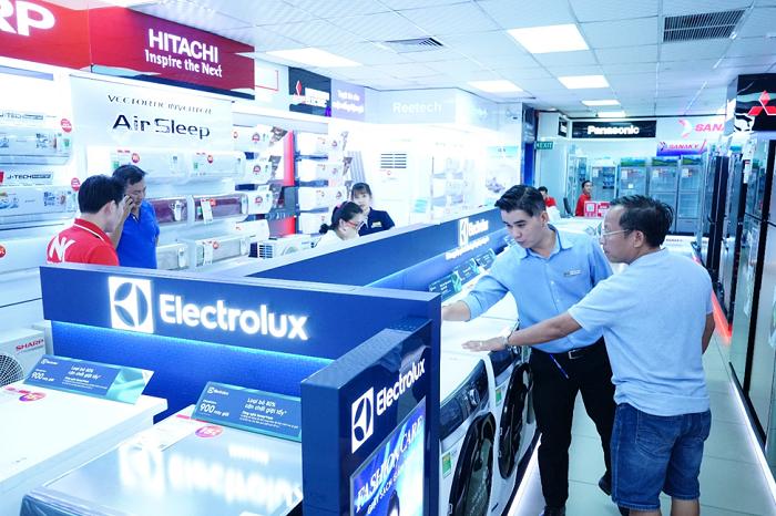 Người tiêu dùng đặc biệt quan tâm đến các thiết bị điện tử chăm sóc sức khỏe như máy lọc và các sản phẩm phục vụ nhu cầu thiết yếu hàng ngày như tủ lạnh, máy giặt.