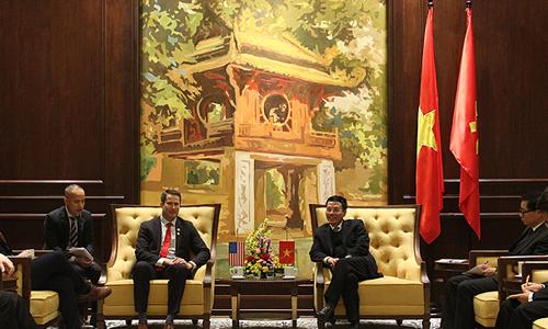 Министр информации и коммуникаций Вьетнама хочет продать оборудование 5G для Америки